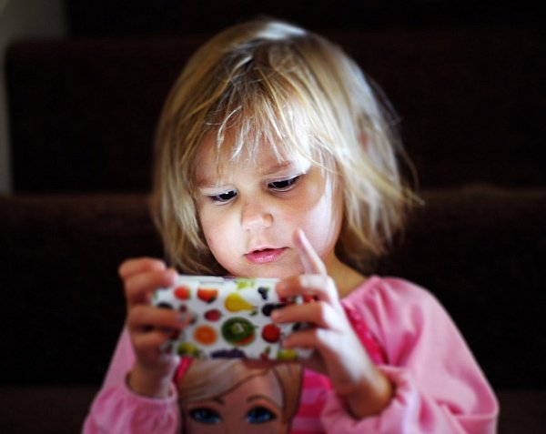 Little girl's screen time